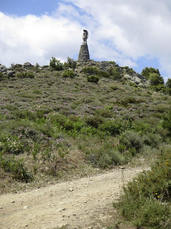 Gipfel des Monte Idolo mit Statue des Michael