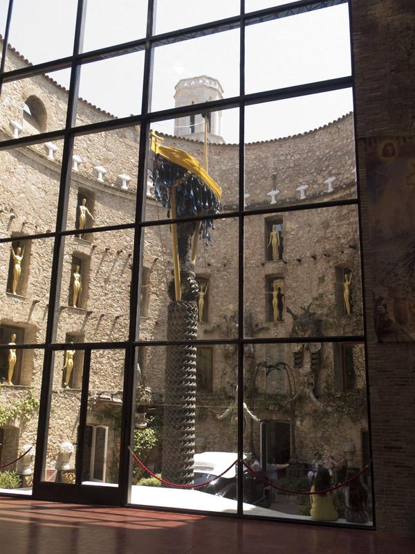 Glaskuppel des Teatre-Museu Dali