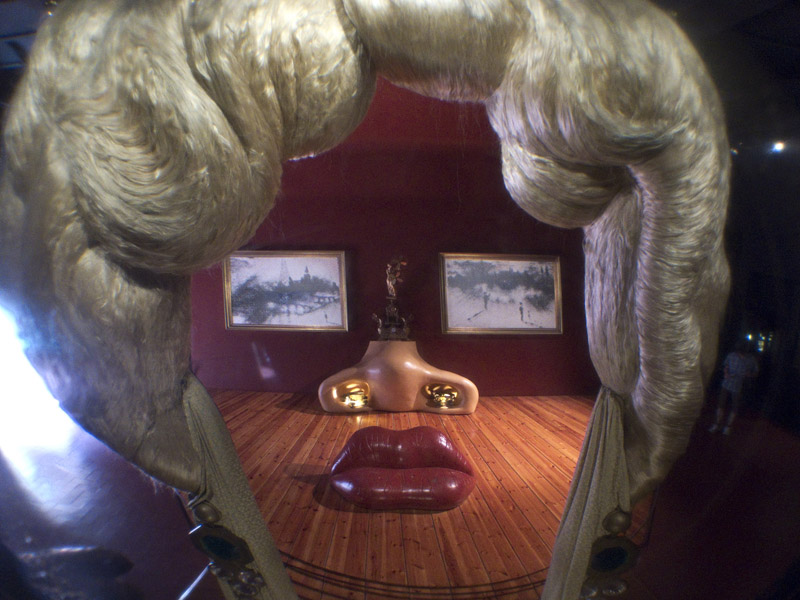 Dali - Installation Mae West Lippensofa